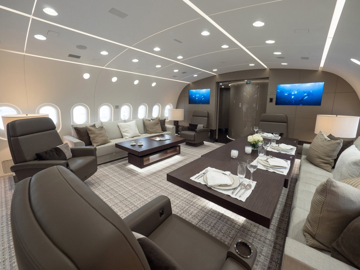 Dreamliner Boeing 787 BBJ: Traveling Through The Sky The Right-Way